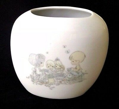 Precious Moments  July Vase  Picnic Scene   Excellent  Free Ship