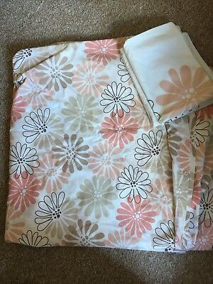 Marks And Spencer King Size Duvet Cover And Two Pillowcases.