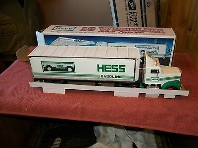 1992 Hess Toy 18 Wheeler and Racer Mint in Box