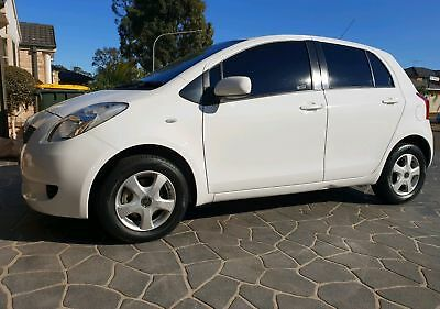 toyota yaris 2006 Manual great first car cheap on fuel