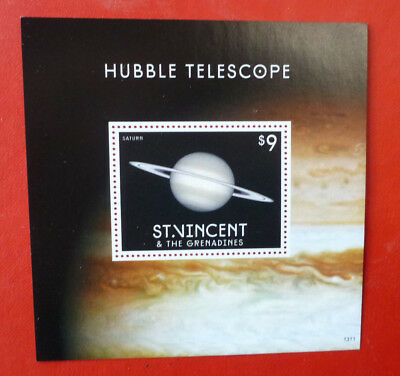 2013 St VINCENT HUBBLE TELESCOPE SATURN STAMP MINI SHEET