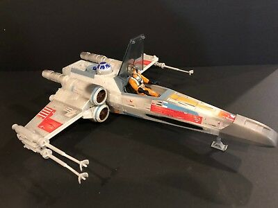 Star Wars 2004 X-wing fighter w/ Luke Skywalker (pilot gear)