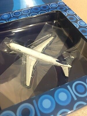 GEMINI JETS 1:400 JETBLUE AIRBUS A320 100TH PLANE Jet Blue Airplane +2 Pin Badge