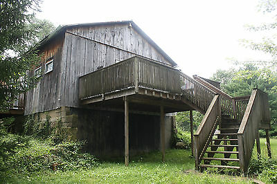 Barn Wood Reclaim Bank Barn Lumber 43 x 25 With Cedar Decks Clean Sturdy No Rot