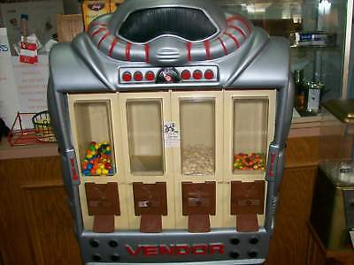 Vendall Corporation Robot Candy Machine Dispenser 1988 - Vintage  With Keys GUC