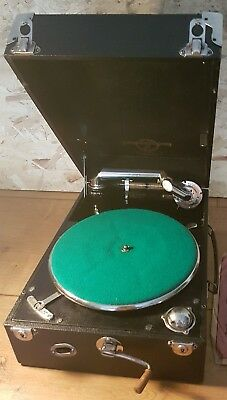Gramophone of the 900 Columbia. Fully serviced. Including 5 disks and spare pins
