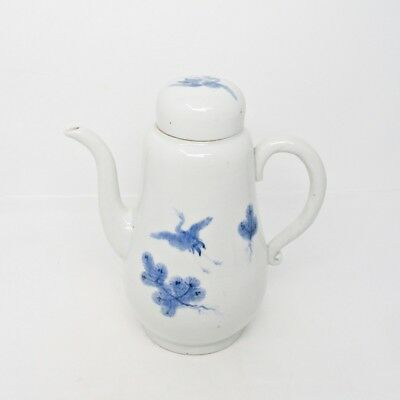 G733: Japanese teapot of old HIRADO blue-and-white porcelain with fine tone