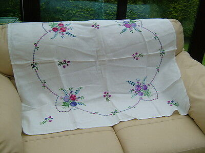 "VINTAGE HAND EMBROIDERED WHITE LINEN TABLE CLOTH 42"" 107cm  X 40"" 102cm approx"