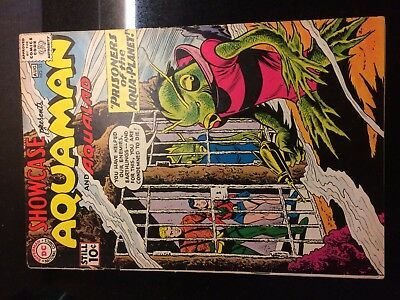 SHOWCASE #33 (DC) 4th AQUAMAN & Aqualad!  Dillin/Moldoff-c KEY Fine+ (6.5) 1961!