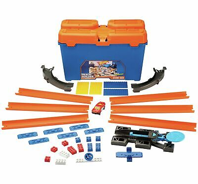 Hot Wheels DWW95 Epic Track Builder Stunt Box Starter Set.