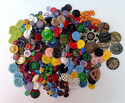 HUGE LOT OF VINTAGE PLASTIC BUTTONS VARIETY OF COLOR SHAPE STYLE SIZE SETS etc
