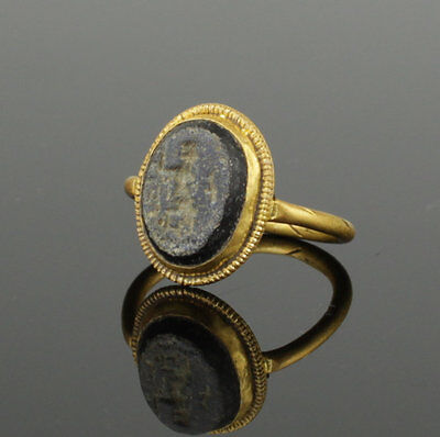 Ancient Roman Gold Intaglio Ring With Gladiator And Shield 2Nd Ad