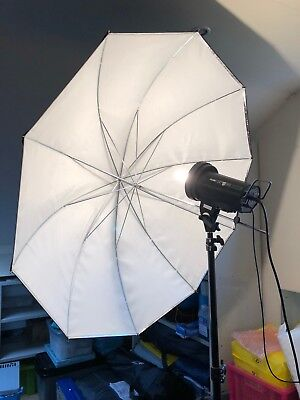 Genesis 300B 300w/s AC/DC Flash Unit & Umbrella Reflector
