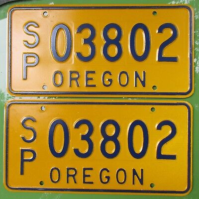 OREGON SPECIAL INTEREST VEHICLE license plate ~ A Near-mint Pair