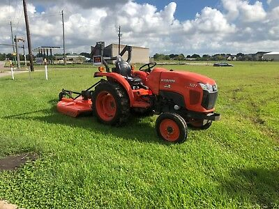 Kubota tractor L3301  2014  220 hours.. excellent condition