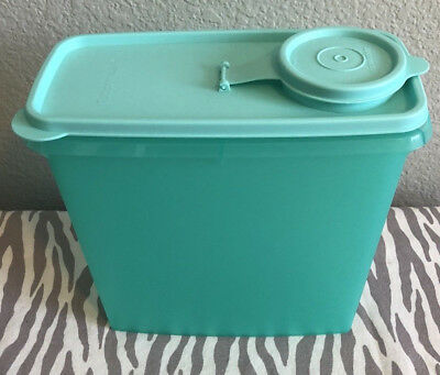 Tupperware Cereal Keeper Container Sheer Mint w/ matching Seal Vintage 13 Cups