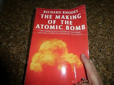 THE MAKING OF THE ATOMIC BOMB by Richard Rhodes  PB  Simon & Schuster HISTORY