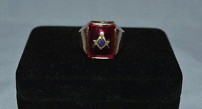 Vintage Men's Masonic Mason 10K Yellow Gold Ring Has Ruby Red Color With Symbol