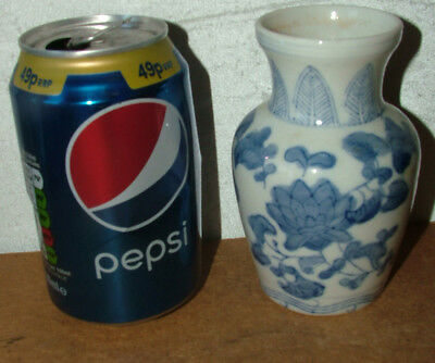 Small Chinese Kangxi 19th Century Hand Painted Blue & White Vase