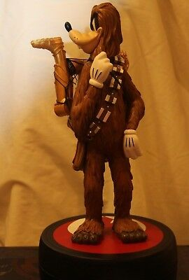 Goofy as Chewbacca Star Wars Weekends Med figure New with Pin LE Never displayed