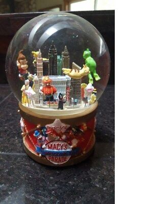 2008 Macy's Thanksgiving Day Parade Musical Snow Globe with twin towers