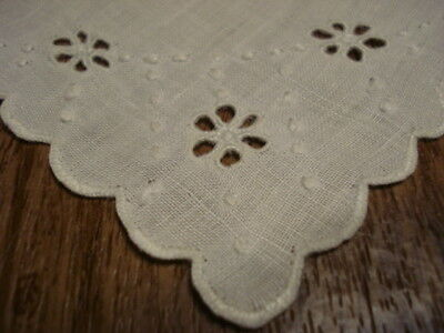 Set of 6 Vintage Dinner Napkins Cut out Daisy Dasies Whitework