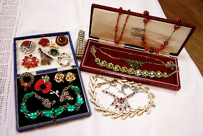 Large Mixed Job Lot Collection Of Vintage Brooches Necklaces Etc Various Eras