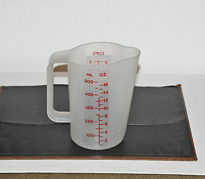 2 Cup Measuring Pitcher Tupperware #1669 Handy Pour Spout
