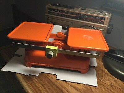 Vintage metal Scale- Made in England- Used - Some wear  - Over 2plus Kgs. See pi