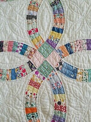 Vintage 1930s quilt Double Wedding Ring Hand Stitched quilted tiny pieces lovely