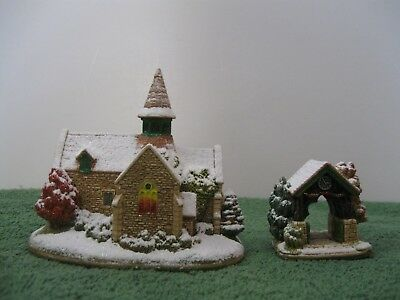 """Lilliput Lane L3382 """"O'Come All Ye Faithful"""" Mint in box with deed."""