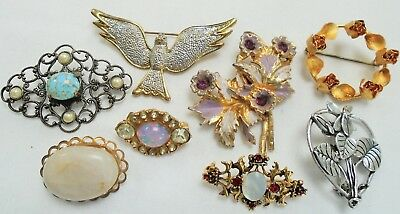 Eight good vintage brooches (gold metal, diamond paste, pearl, turquoise glass)