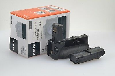 MINT- GENUINE SONY VERTICAL BATTERY GRIP VG-C1EM FOR A7, A7R, A7S w/2 BATTS!
