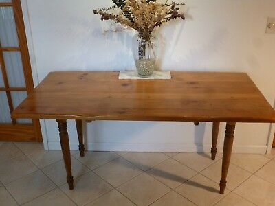 Pine dining table: EarlyAmerican simple beauty of a knotty pine