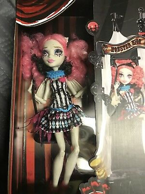 Monster High Freak du Chic Circus Scaregrounds Rochelle Goyle Doll Playset NIB
