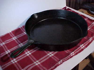 Wagner Ware #12 1062 Cast Iron Skillet – With Heat Ring – Deer Meat Frying Pan