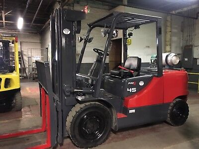2012 10,000 Lb Solid Pneumatic Forklift with Side Shift Triple mast