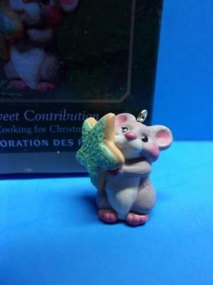 Hallmark 2001 SWEET CONTRIBUTION Miniature Ornament Cooking for Christmas Mouse