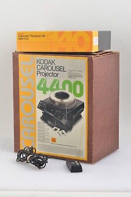 EXC KODAK CAROUSEL 4400 35mm SLIDE PROJECTOR, 102mm LENS, REMOTE, TRAY NICE