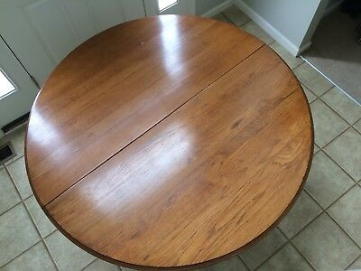 Vintage / Antique Round Oak Dining Room / Kitchen Table