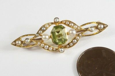 FINE QUALITY ANTIQUE ENGLISH 15K GOLD PERIDOT & PEARL BAR BROOCH c1910
