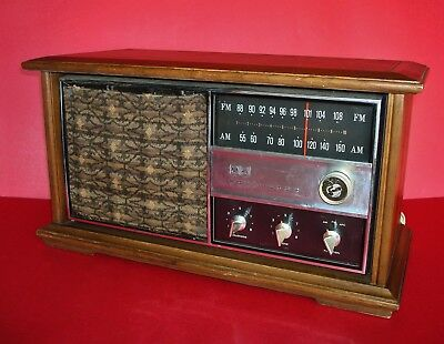 WORKING Vintage RCA VICTOR Model-RGC42S FM / AM Radio with Solid Pecan Cabinet