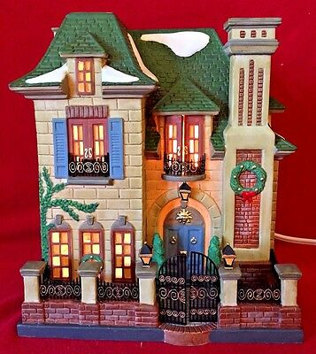 Gardengate House Dept 56 Christmas in the City 58915 retired snow CIC manor A