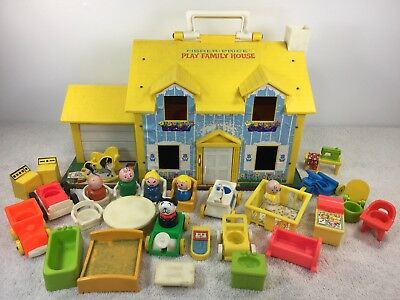 Vintage Fisher Price #952 Little People Play Family House + 761 33 + pieces