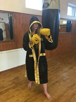 Boxing gown polyester / satin with hood
