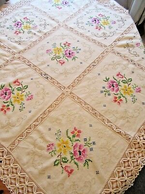 """Pretty Vintage Embroidered & Lace Edged Cream Tablecloth 52"""" Square"""
