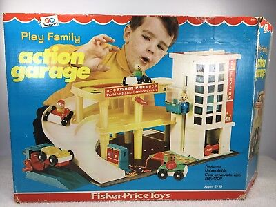 Vintage Fisher Price Little People Play Family Action GARAGE #930 COMPLETE W/BOX