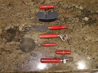EXTREMELY RARE 1 VINTAGE Red Wood HANDLE KITCHEN UTENSIL CAN OPENER