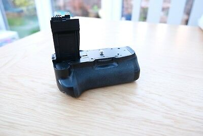 Neewer Battery Grip for Canon EOS 550D/600D/650D/700D and free LP-E8 battery