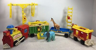 Vintage Fisher Price Little People Play Family Circus Train #991 4 Cars + 134